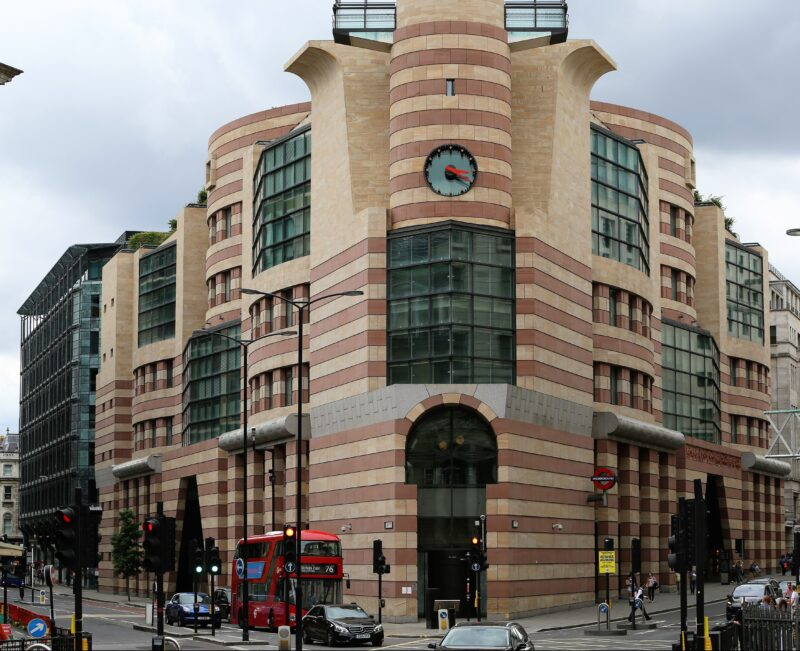 cleaning-facade-1-Poultry-London-EC2R8EJ