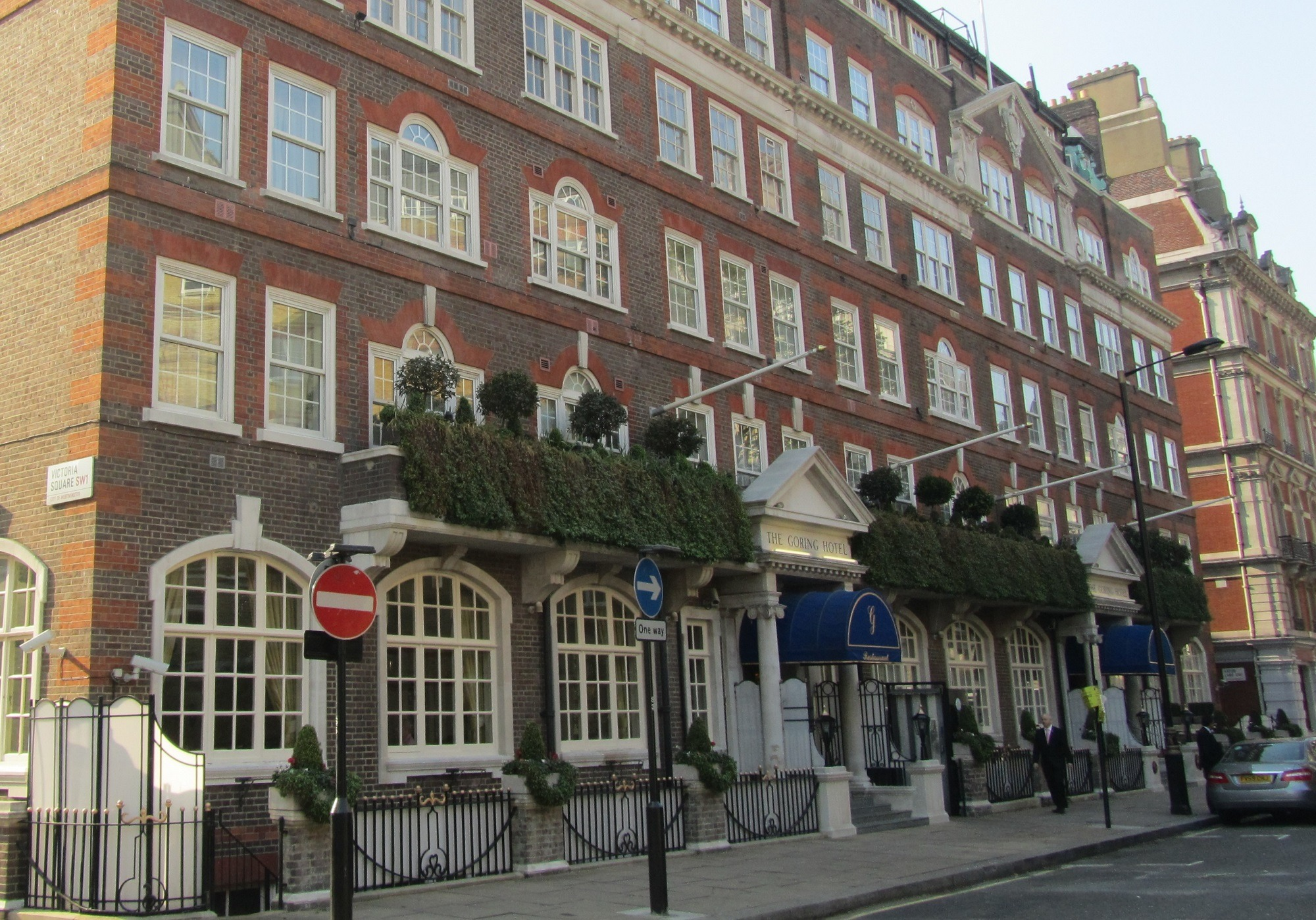 The Goring Hotel facade cleaning