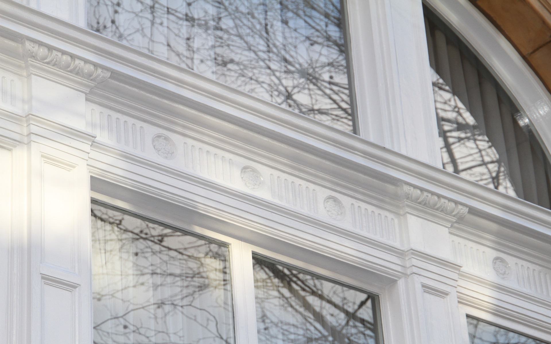 facade painting contractor