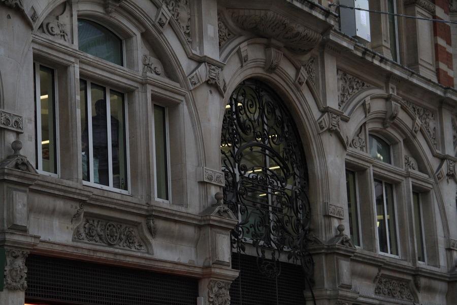 dirty facade